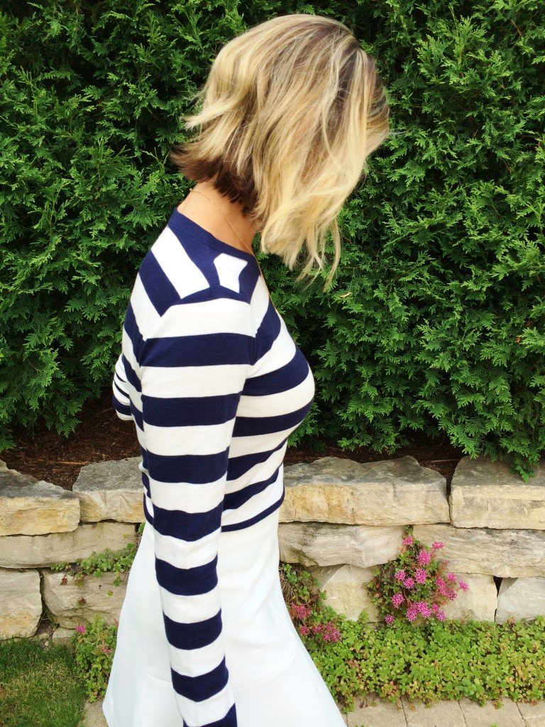 Patriotic outfit: navy striped tee, white skirt, blue bag, red heels