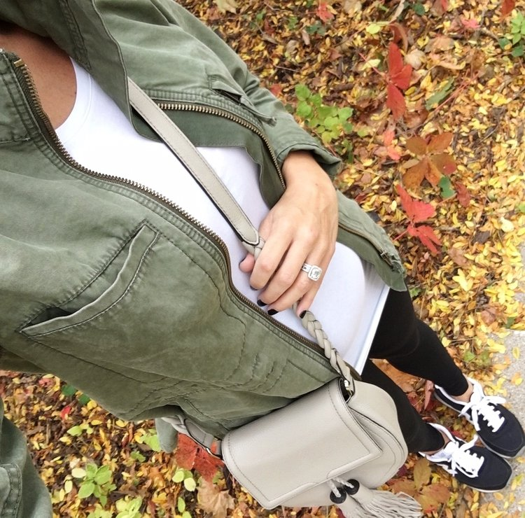 Bump style: tee, army jacket, leggings, crossbody, sneakers