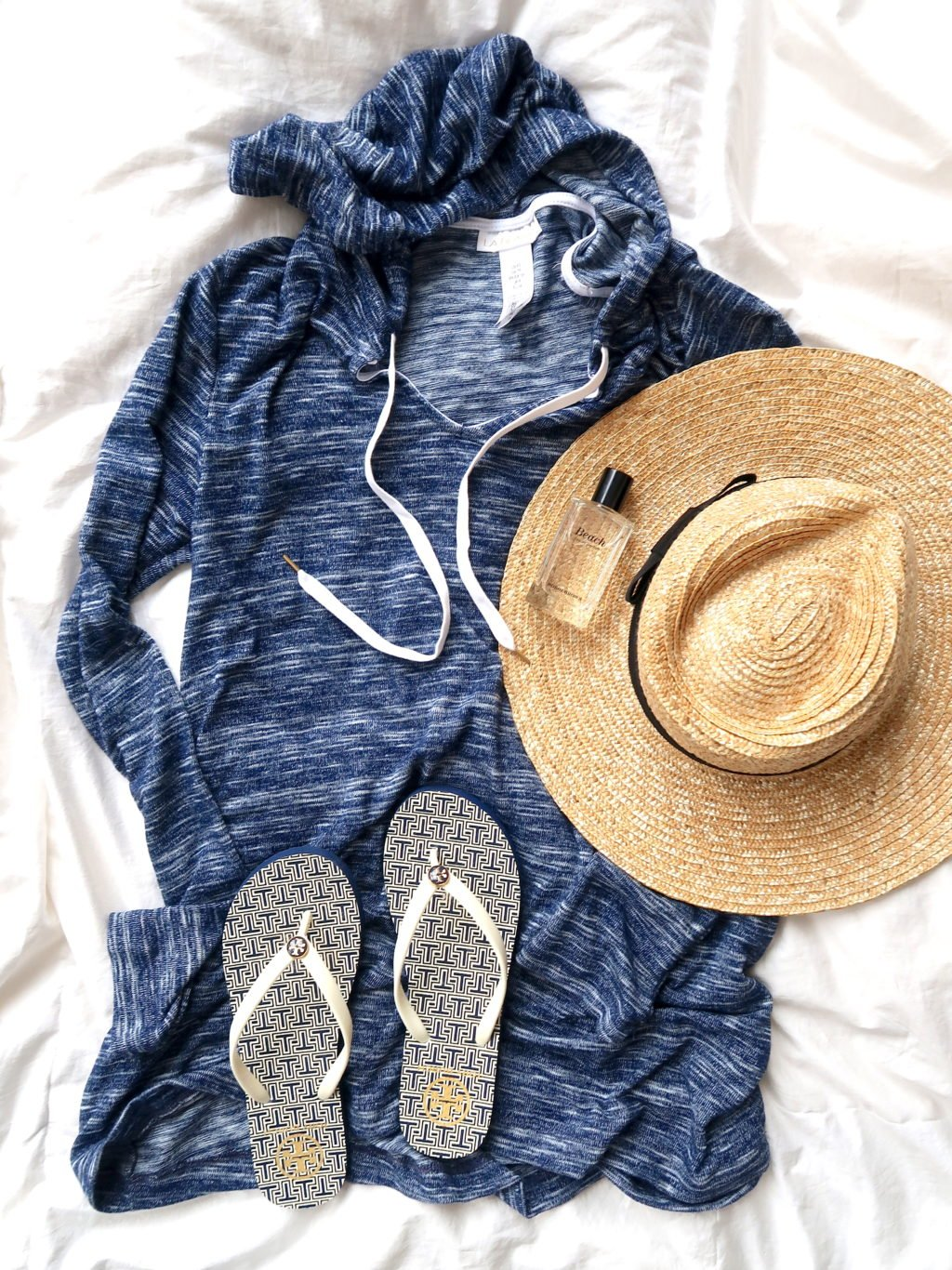 What's In My Suitcase: Beach Vacation, swimsuit cover up, flip flops, straw hat