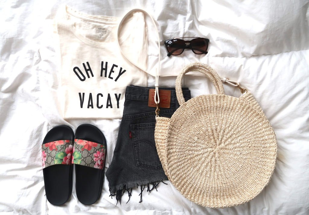 What's In My Suitcase: Beach Vacation, tee, shorts, tote, and slides