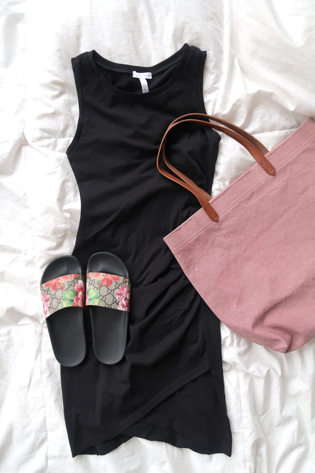 What's In My Suitcase: Beach Vacation, tank dress, tote, and slides