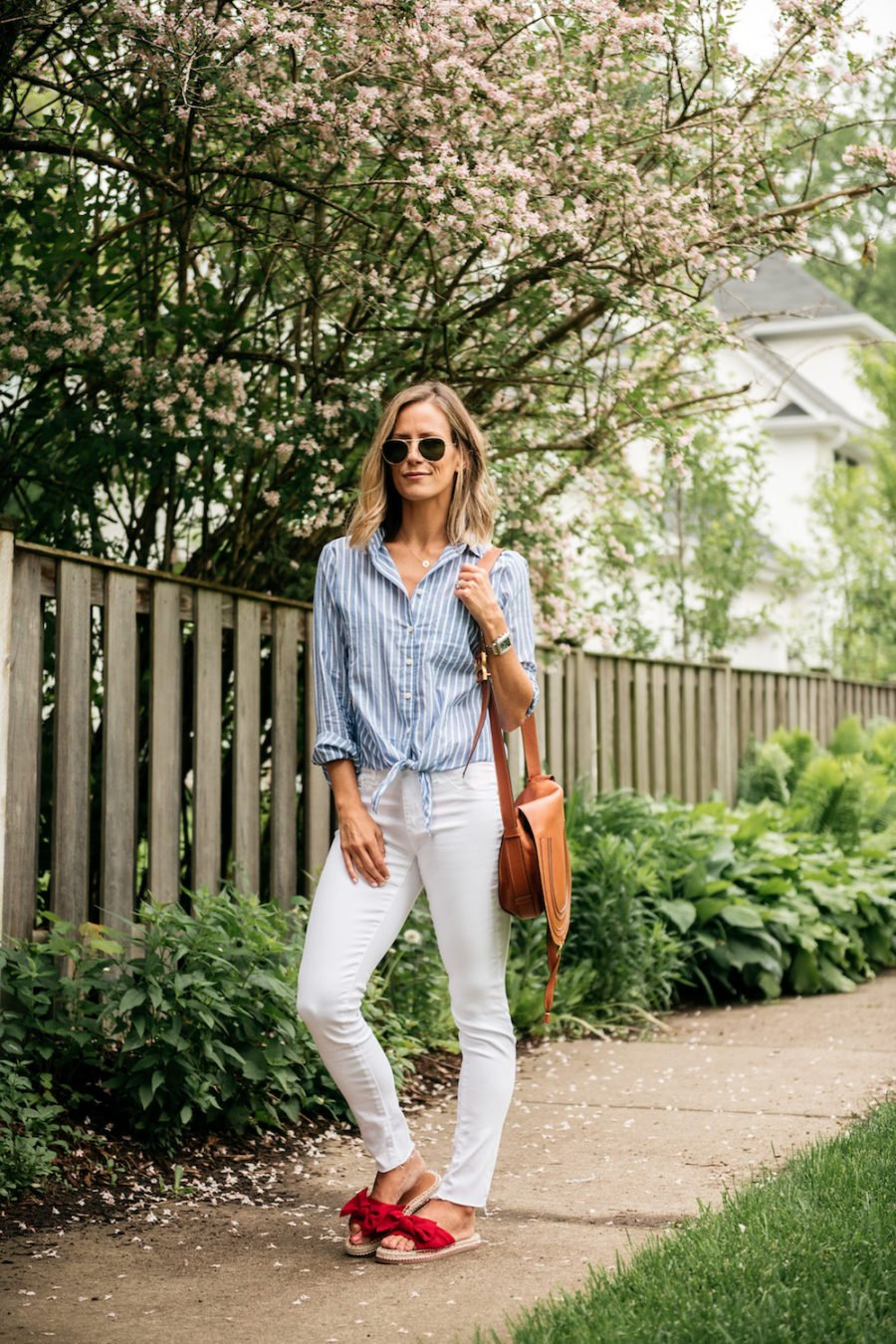 10 Easy Summer Outfit Ideas, striped blouse and white jeans
