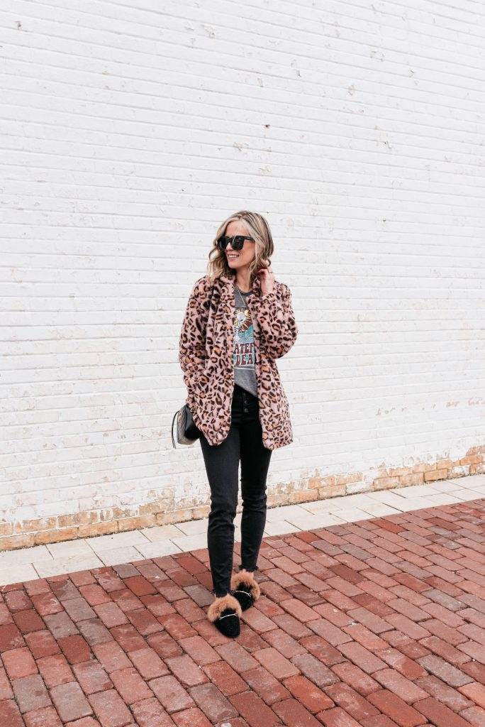 Winter outfit ideas--leopard jacket, graphic tee shirt, skinny jeans, and mules