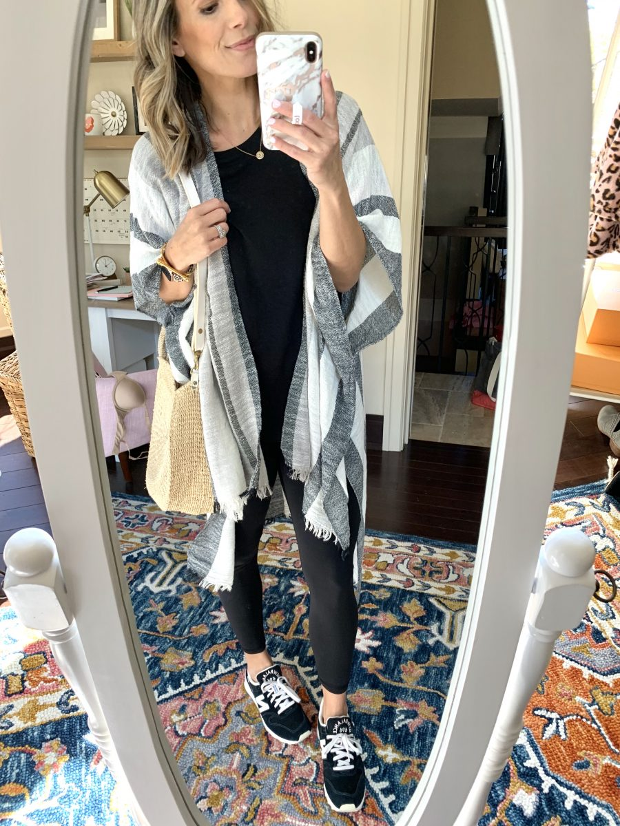 Ten cute and comfortable mom outfits for the girl on the go. These looks are perfect for chasing littles, balancing work, or running around