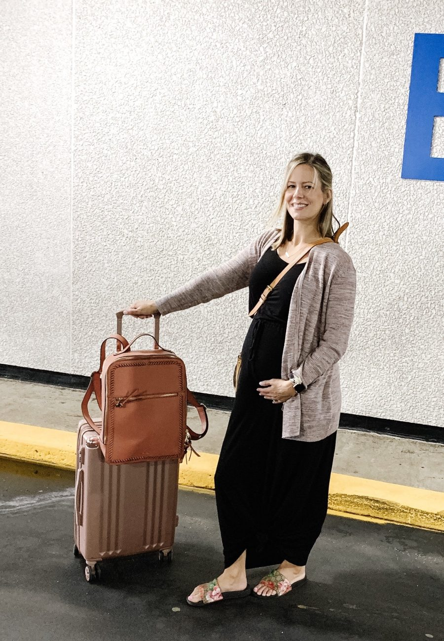 maternity travel outfit