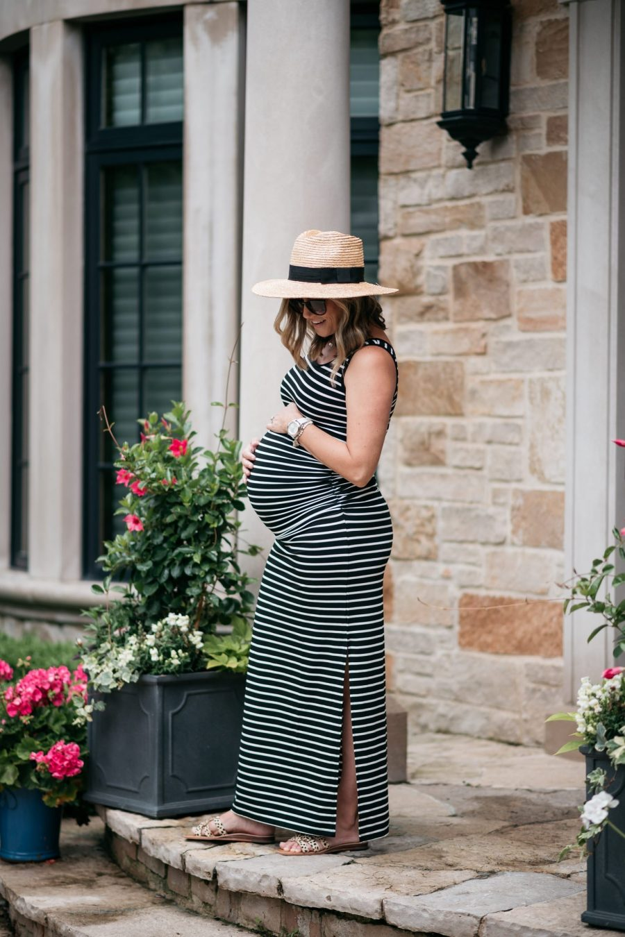 Maternity style: maxi dress and hat