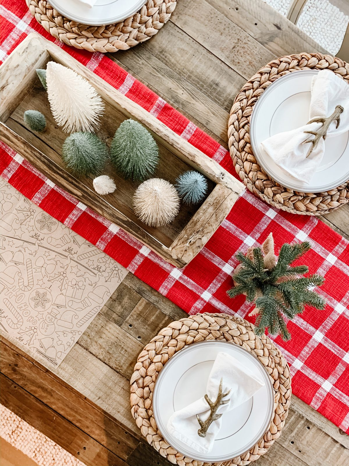 A Simple Christmas Tablescape