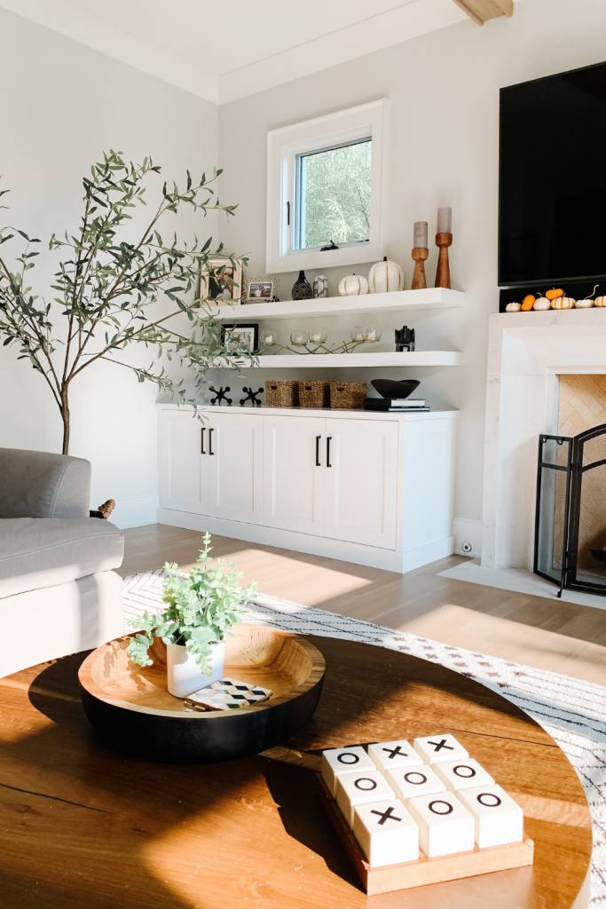 Today's My Kind of Sweet Home series post is dedicated to the family room, featuring comfortable seating and natural light.