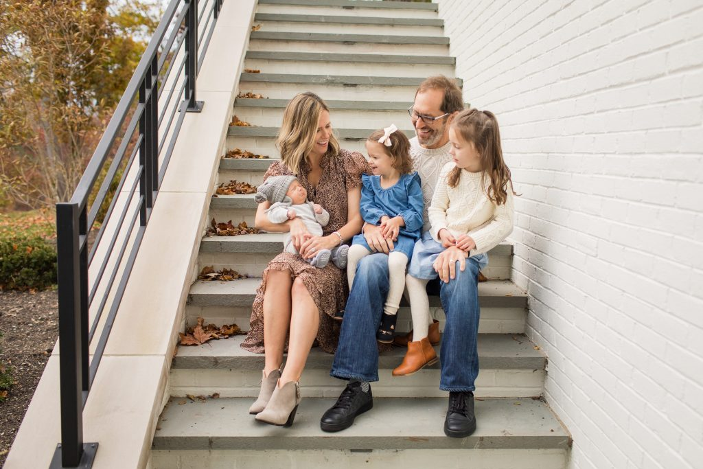 It's the season for family photos, so I'm sharing 5 family photo outfit ideas to wear that coordinate and accent your beautiful family.