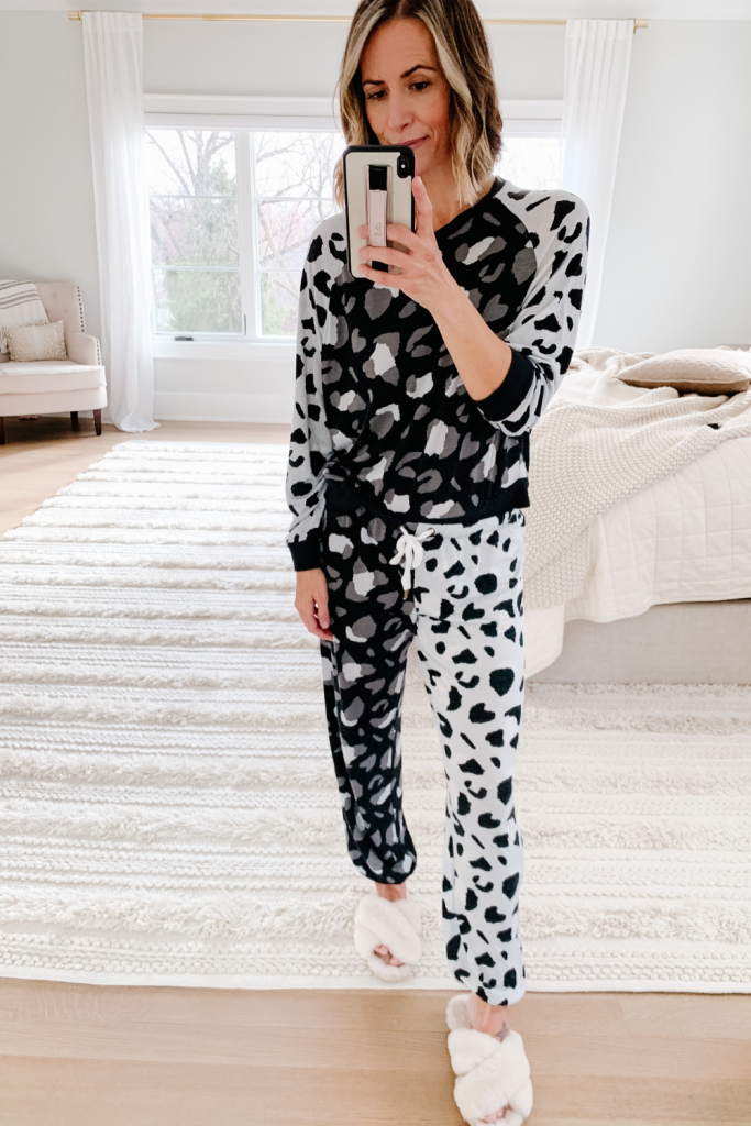 I'm no stranger to a NYE at home with the family, so today I'm rounding up nine cozy NYE outfits for staying in.